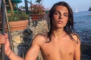 Damian Hurley, capelli lunghi e petto nudo: il figlio di Liz sta rivoluzionando i canoni di bellezza