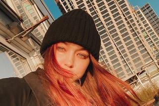 Gigi Hadid cambia stile: la modella per l'estate sceglie i capelli rossi e lunghissimi