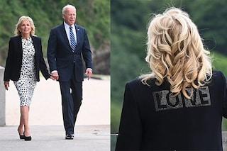 """Jill Biden con la giacca """"Love"""": perché il blazer della first lady nasconde un messaggio d'amore"""