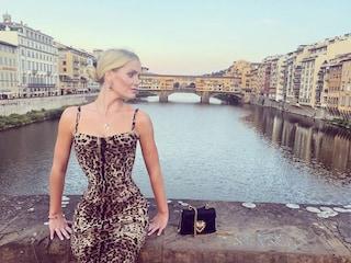 Kitty Spencer, l'addio al nubilato a Firenze: si prepara al matrimonio col tubino leopardato