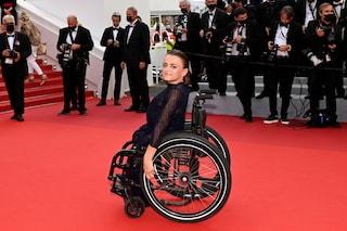 Il sorriso di Leopoldine sul red carpet di Cannes: la disabilità non impedisce di realizzare i sogni