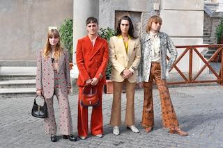 I Maneskin in Campidoglio: pantaloni a zampa, borse e tacchi pitonati per ricevere la Lupa Capitolina