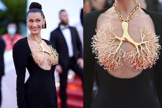 Bella Hadid, la collana-scultura diventa reggiseno: è lei la più audace sul red carpet di Cannes 2021