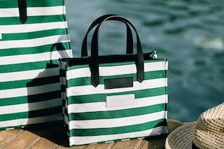 Tendenze borse mare per l'estate 2021: i modelli a righe, in paglia o a sacco da indossare in spiaggia