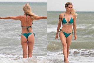 Michelle Hunziker in bikini: capelli al vento e fisico scolpito, si gode la tempesta sulla spiaggia