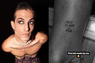 Damiano dei Maneskin diventata tatuatore e mostra il primo lavoro realizzato sulla sua pelle