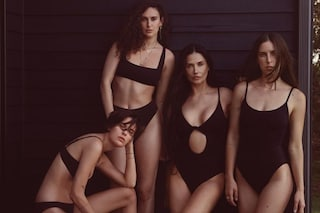 Demi Moore posa in costume con Rumer, Tallulah e Scout Willis: mamma e figlie sembrano sorelle