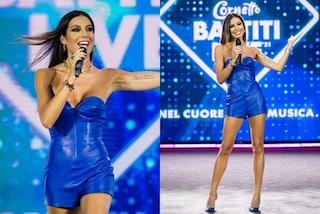 Elisabetta Gregoraci, terza puntata di Battiti Live 2021: sul palco con la tutina di pelle blu elettrico