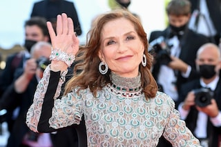 """Il fascino di Isabelle Huppert, la vera diva di Cannes 2021: """"Non mi intimidisce nessuno"""""""