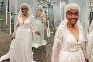 A 70 anni dal matrimonio corona il sogno dell'abito da sposa: non fu ammessa in atelier perché nera