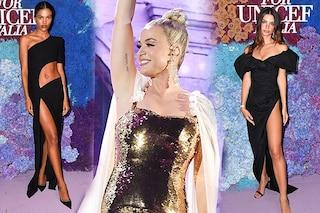 Parata di star a Capri: al gala Emily Ratajkowski col sexy spacco e Katy Perry sul palco in oro