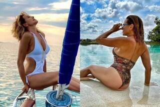 Barbara D'Urso e la passione per i costumi interi, dal modello cut-out alle sexy stringhe