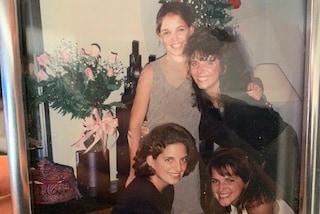 Katie Holmes da giovane con le sorelle: nella foto del passato si somigliano tutte in modo impressionante