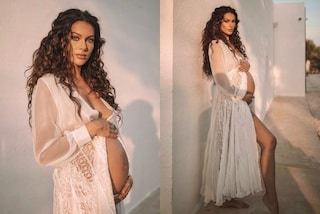 """Paola Turani come una dea celebra il nono mese di gravidanza: """"Non mi sono mai sentita più femminile"""""""