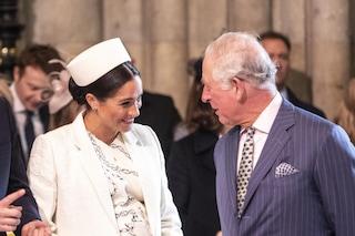 Carlo oscura i 40 anni di Meghan Markle:  l'omaggio social del principe va alla regina madre