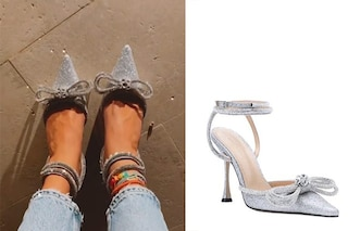Chiara Ferragni cammina in una fiaba: le scarpe da Cenerentola costano quasi 1000 euro