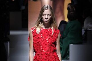 La sfilata di Prada alla Milano Fashion Week P/E 2022: una nuova idea di seduzione