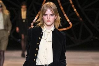 Tendenze autunno 2021, vanno di moda camicie corte e con il fiocco: 5 modelli da avere