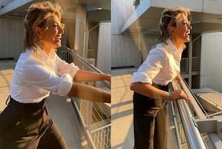 Barbara D'Urso, rivoluzione di stile a Pomeriggio 5: addio paillettes, ora indossa pantaloni e camicia