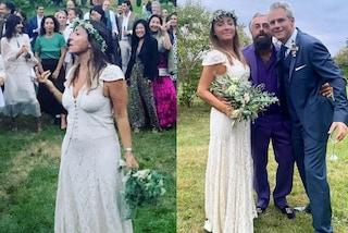 L'abito da sposa di Camila Raznovich: per il matrimonio con Loic Fleury sceglie pizzo e corona di fiori