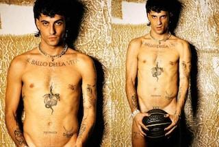 Damiano David nudo: il cantante dei Maneskin posa senza veli con i tatuaggi in mostra