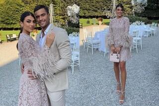 Giulia Salemi in pizzo e piume: il suo look è perfetto per un matrimonio autunnale