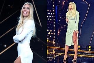 Ilary Blasi in bianco a Star in the star: seconda puntata con tacchi oro e capelli extra lisci