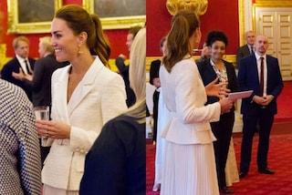 """Kate Middleton """"va in bianco"""" e lancia il trend del look total white per l'autunno"""
