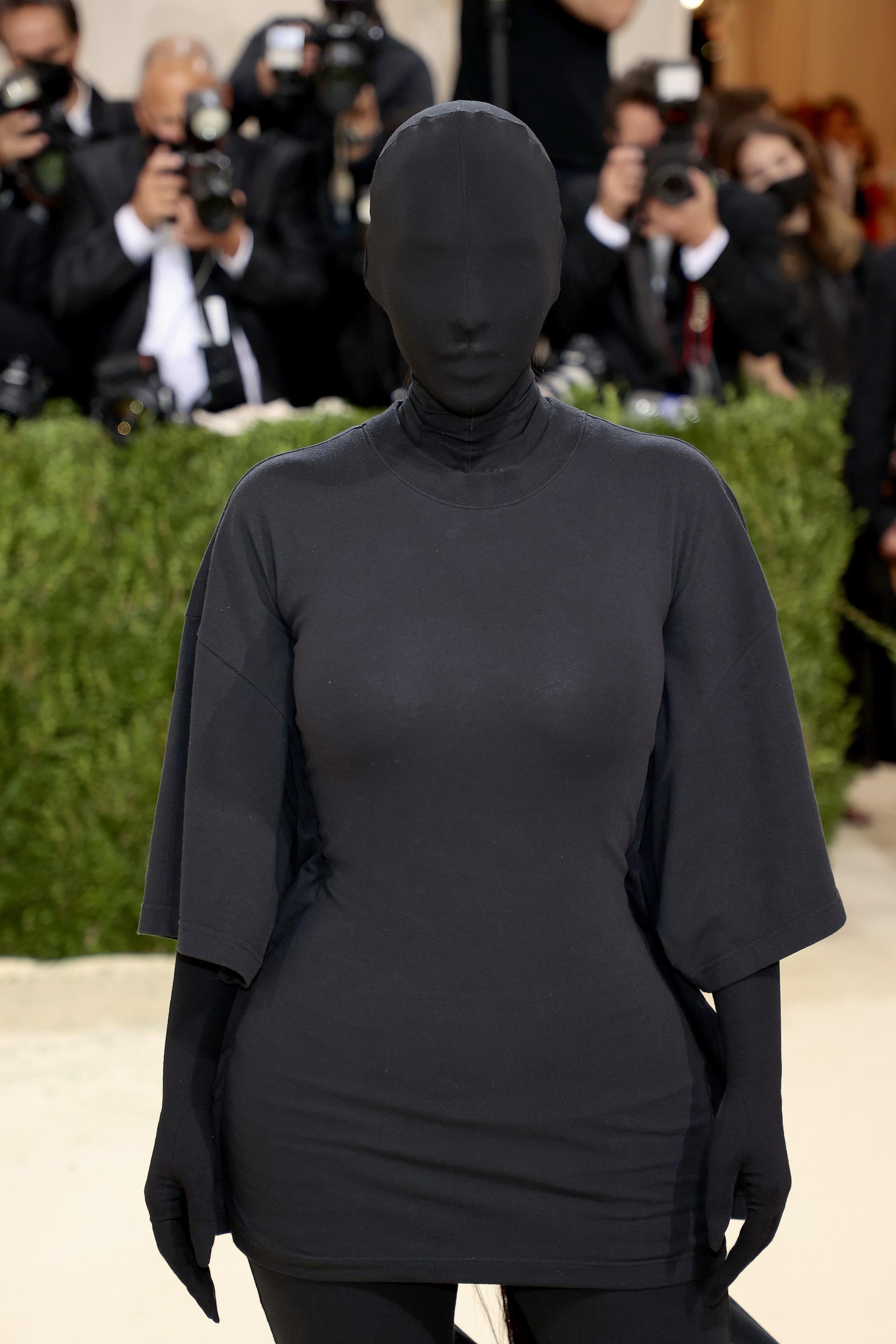 "Kim Kardashian ""mascherata"" al Met Gala 2021"