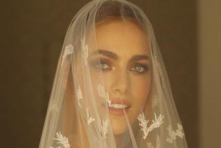 Miriam Leone ha detto sì a Paolo Carullo: la sposa ha scelto l'abito di pizzo con maxi velo