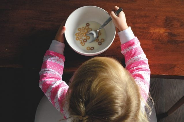 Autosvezzamento dei bambini: i pro e i contro di questa scelta alimentare