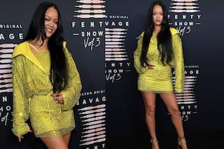 Rihanna regina dello show Savage X Fenty: il look giallo è tempestato di cristalli
