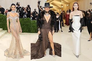 I look del Met Gala 2021: Jennifer Lopez come nel Far West, Kendall Jenner vestita solo di cristalli