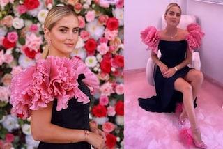 Valentina Ferragni festeggia un anno del suo brand: piume e ruches total pink per il party
