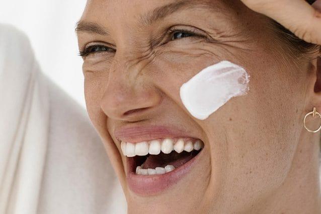 Creme viso antirughe 50 e 60 anni: le migliori e le più efficaci contro i segni del tempo