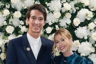 Il matrimonio di Alexandre Arnault e Gèraldine Guyot: l'abito da sposa col colletto è bon-ton
