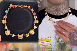 Fedez compie 32 anni: il regalo di Chiara Ferragni è una collana personalizzata