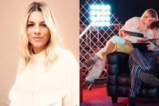 Emma Marrone con gli zoccoli a X-Factor: il look con la tuta bianca per la terza puntata