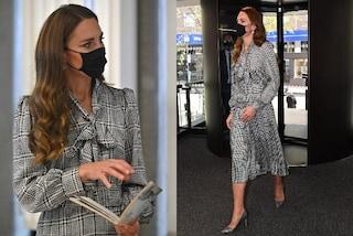 Kate Middleton ricicla e veste low-cost: il suo abito pied de poule è il più chic dell'autunno 2021
