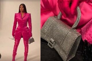 Kim Kardashian, drastico cambio look: dopo il total black passa al rosa shock con borsa da 4mila euro