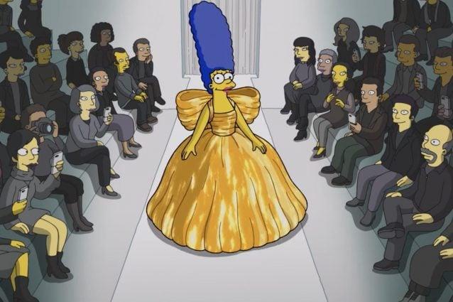 Balenciaga riscrive la storia della moda: a Parigi elimina la passerella e fa sfilare i Simpson