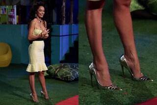 Raffaella Fico al GF Vip 6 veste griffata: quanto costano le scarpe argentate della sesta puntata