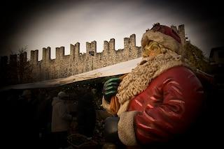 Mercatini di Natale a Trento: stand in piazza tra le antiche mura