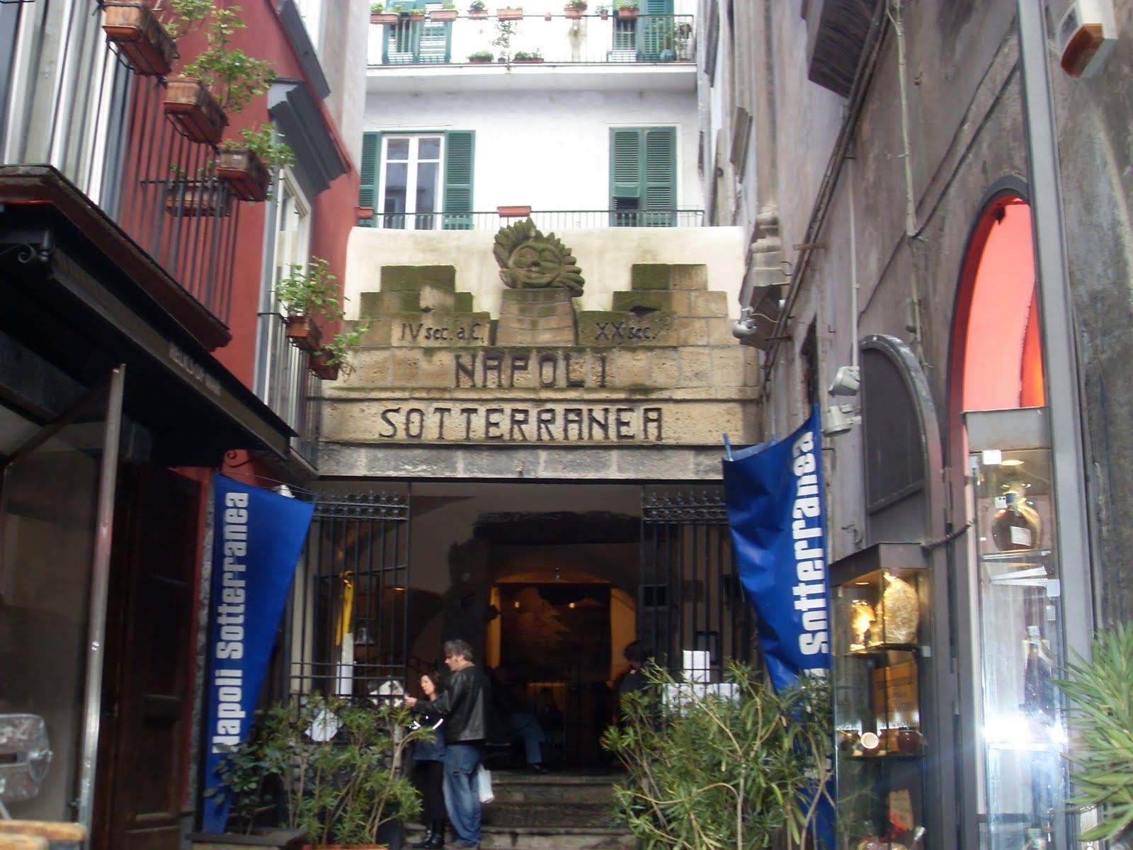 Accesso a Napoli sotterranea da Piazza S. Gaetano.