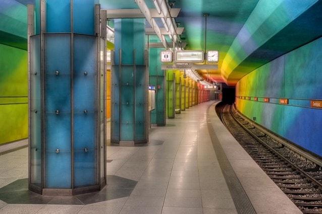 Muoversi a Monaco di Baviera con la metropolitana: la bella stazione della linea U1 di Candidplatz (Foto di Syntaxys).