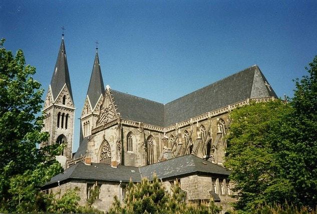 La Cattedrale di Santo Stefano, dove è conservato il primo organo a canne della storia