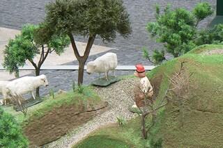 """Il """"pastore"""" la fa nel presepe? E' tradizione (FOTO)"""
