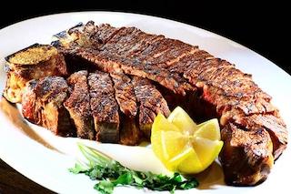 La cena di Capodanno più costosa di sempre? Vale quanto un'ottima auto
