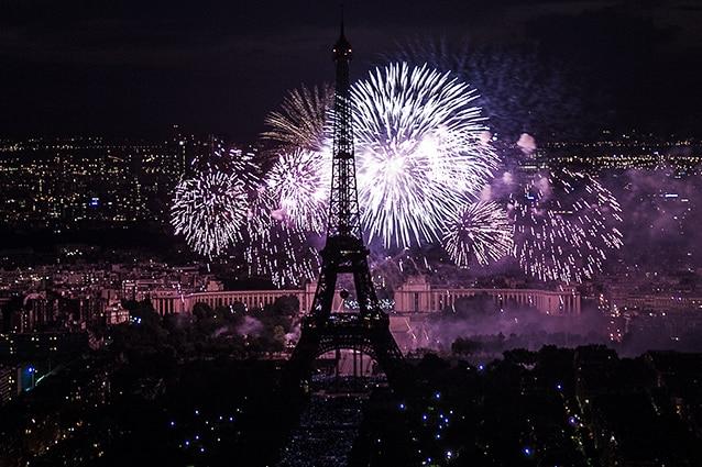 Fuochi d'artificio sulla Torre Eiffel.
