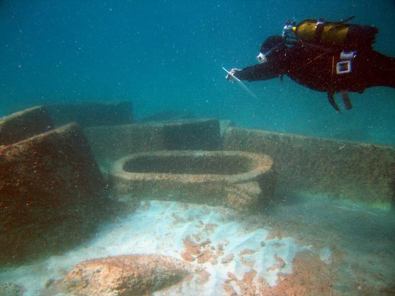 Alcuni reperti del parco archeologico sommerso di Baia